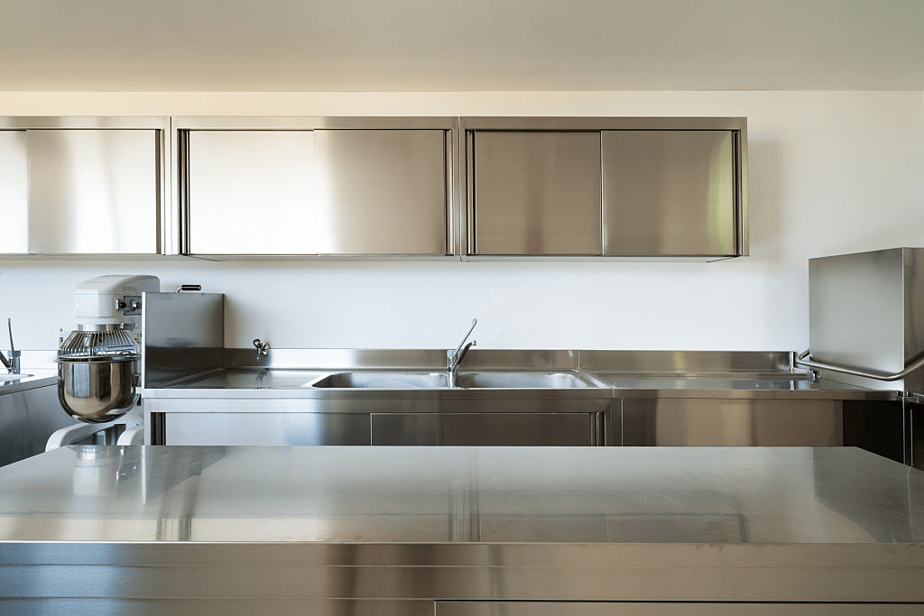 How Much Does It Cost To Put New Doors On Kitchen Cabinets? 4